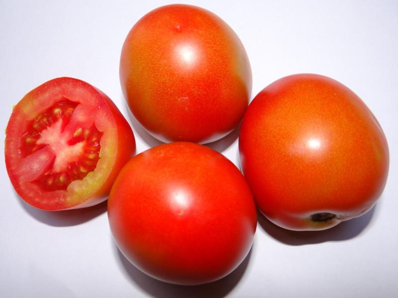 Cà chua Trung Quốc không thể chín mềm tự nhiên, quả nhiều hạt, ít bột, khó bóc lướp vỏ bên ngoài.