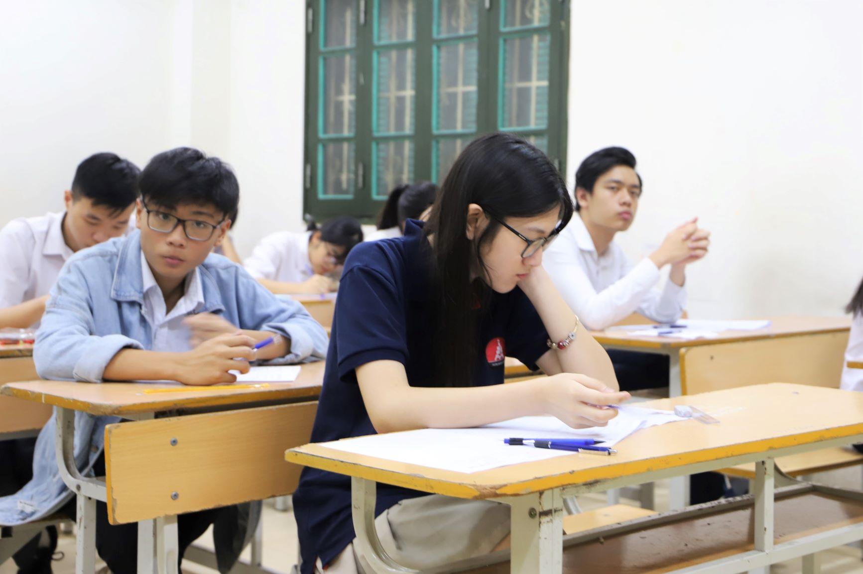 Thí sinh sẽ làm bài thi Ngữ văn trong vòng 120 phút, hình thức tự luận. Đề thi được Sở GD&ĐT nhấn mạnh nằm chủ yếu ở chương trình lớp 9.