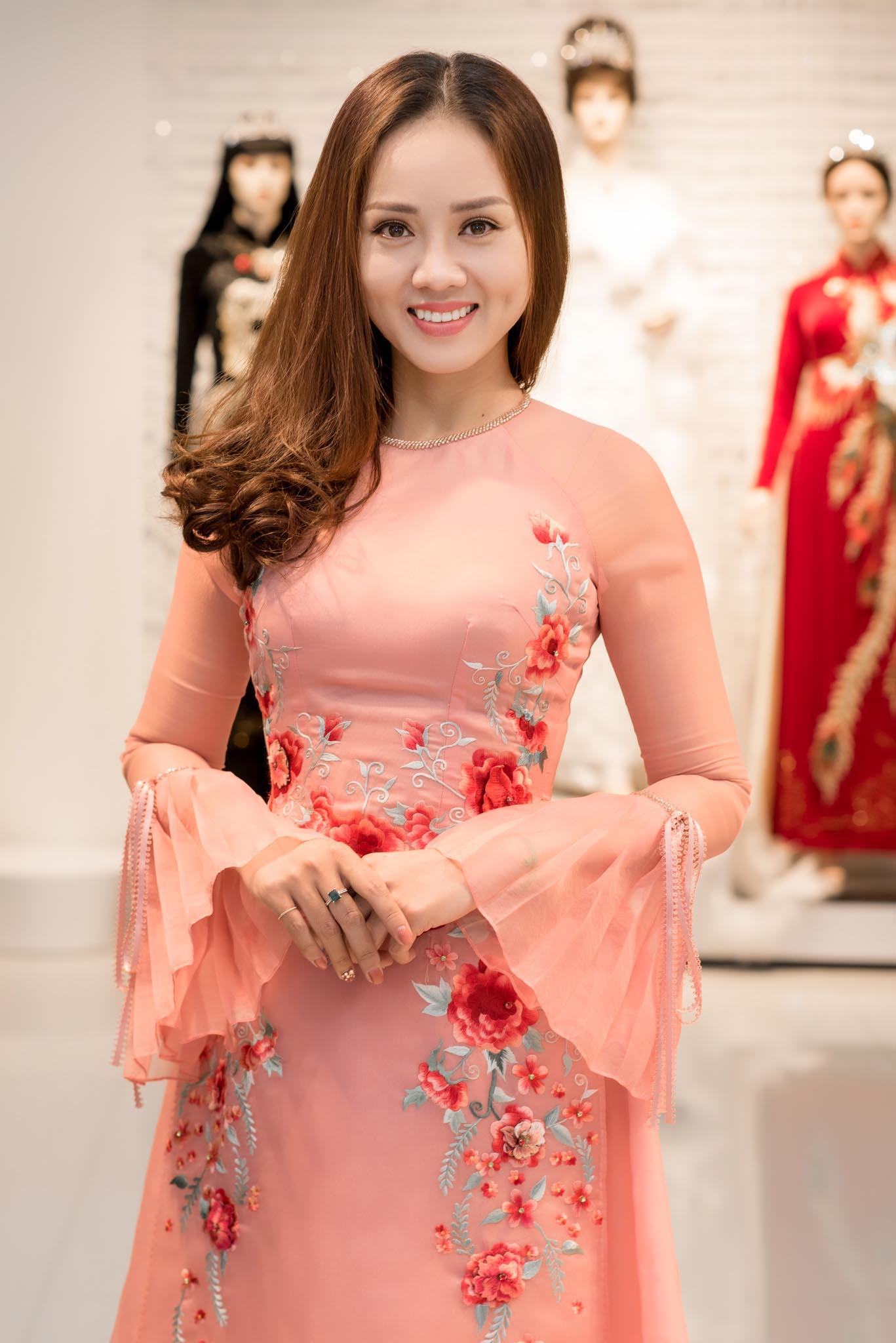 Cách đây không lâu, những hình ảnh Ngọc Hà xinh đẹp lộng lẫy trong bộ váy cưới được hé lộ khiến nhiều người đồn đại cô và diễn viên Công Lý sắp làm đám cưới, tuy nhiên cả hai người đều chưa lên tiếng xác nhận.