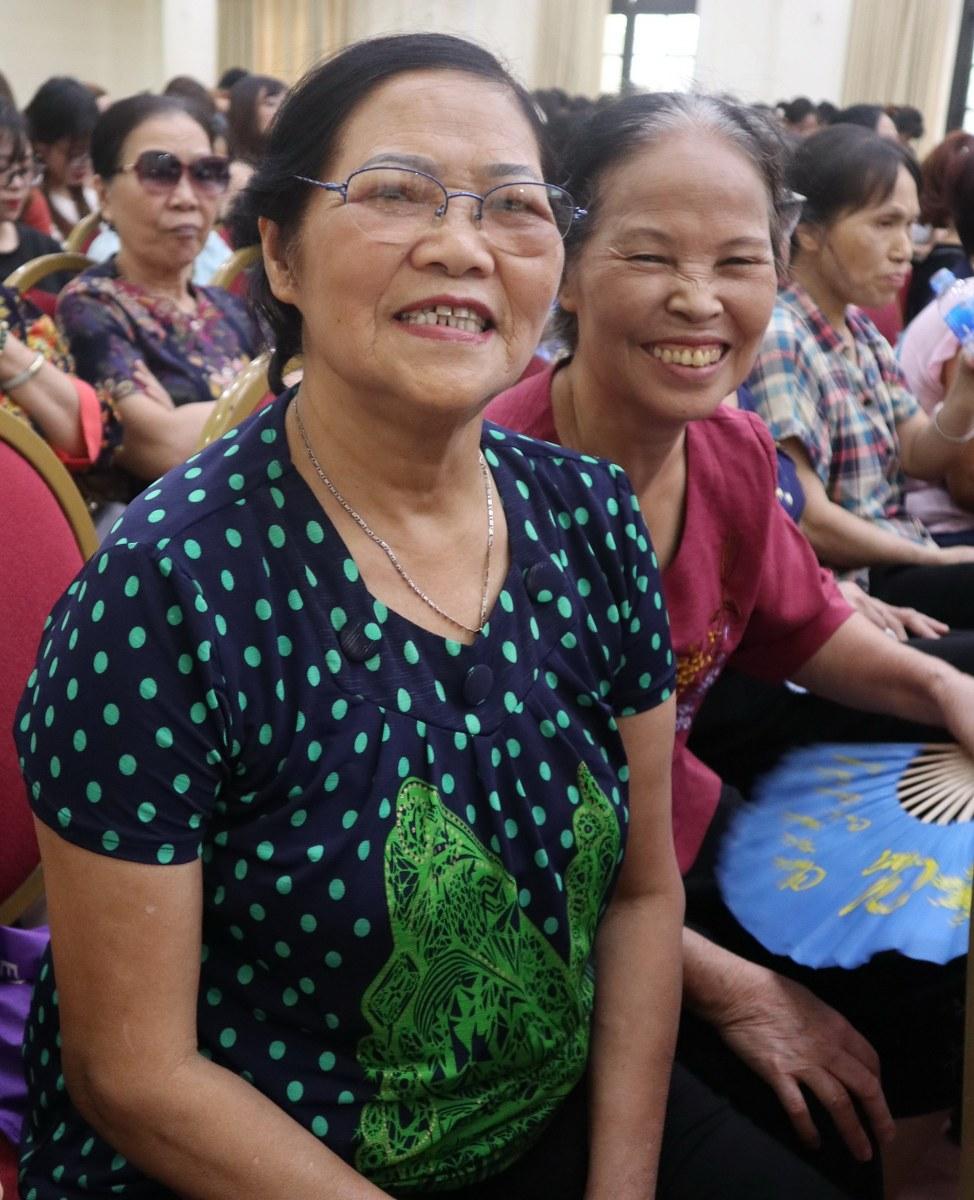 Bà Hoàng Thị Giang (Khu tập thể Phụ nữ TƯ) cho biết, những buổi hội thảo này rất có ý nghĩa không chỉ với bà mà với cả gia đình của mình. Đây là dịp để các bà nội trợ được tiếp cận các chuyên gia, giải đáp thắc mắc cũng như trao đổi kiến thức về sức khỏe, an toàn thực phẩm...