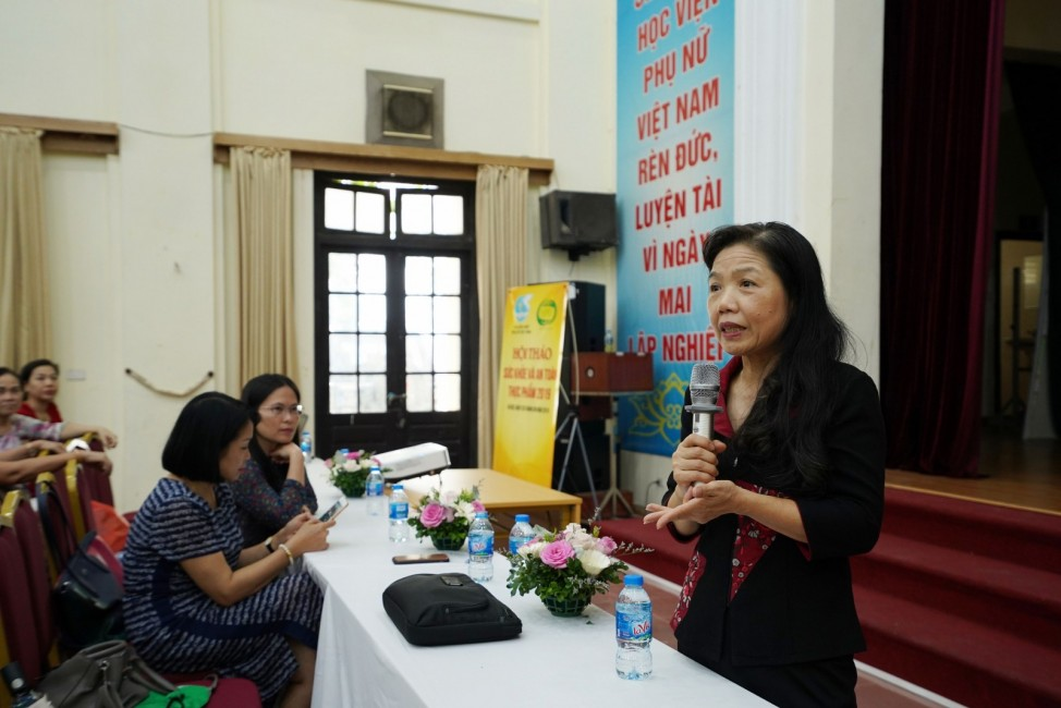 PGS.TS.BS Lê Bạch Mai - Nguyên phó Viện trưởng Viện dinh dưỡng quốc gia đã đưa ra những tư vấn cũng giải đáp thắc mắc của các hội viên tham dự chương trình