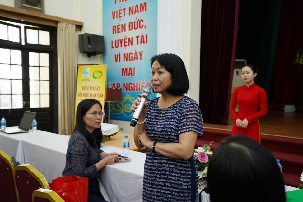 Bà Trương Thị Thúy Thu – Đại diện Trung tâm Ứng dụng và đào tạo ATTP – Cục ATTP cung cấp kiến thức về an toàn thực phẩm.