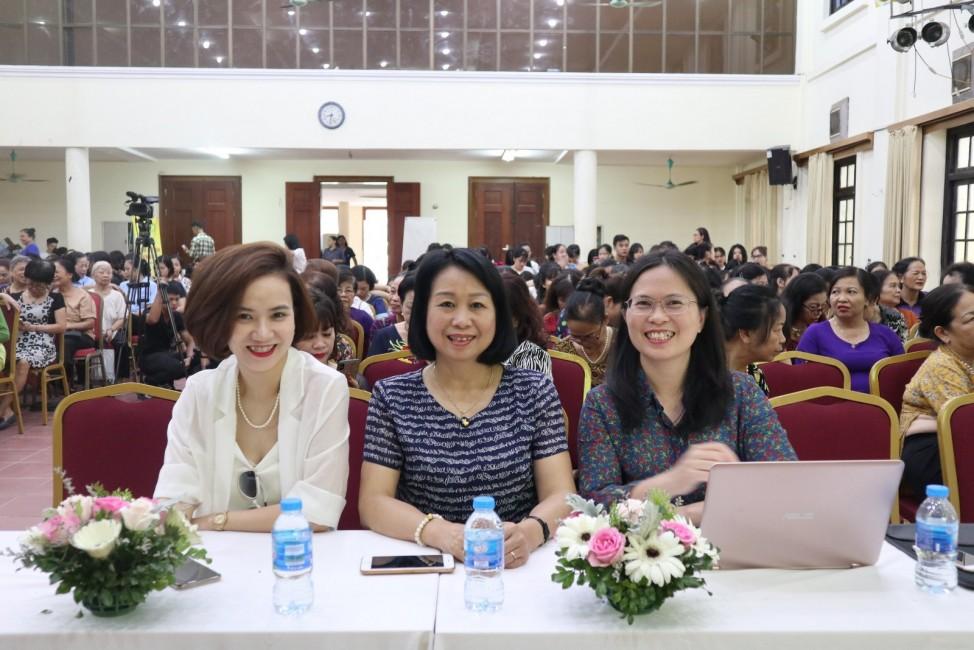 Đại diện ban tổ chức và chuyên gia tư vấn của chương trình.