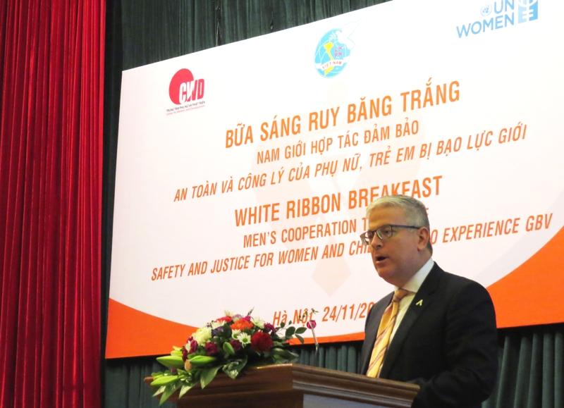 Trong lần thứ hai góp mặt tại sự kiện, Đại sứ Úc Craig Chittick đã chia sẻ về hệ thống bảo vệ ứng phó kịp thời với bạo lực giới của Úc.