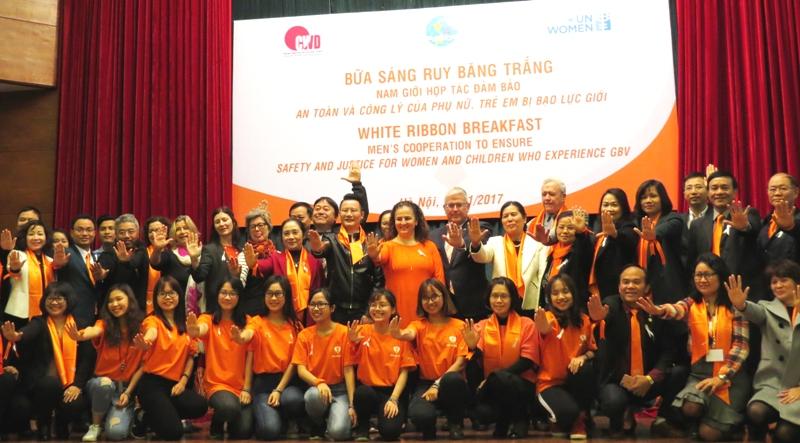 Các đại biểu cam kết chung tay xóa bỏ bạo lực giới và hợp tác đảm bảo an toàn và công lý của phụ nữ và trẻ em bị bạo lực giới