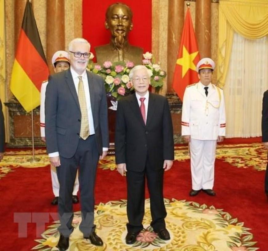 Tổng Bí thư, Chủ tịch nước Nguyễn Phú Trọng tiếp ông Guido Hildner, Đại sứ Đặc mệnh toàn quyền Cộng hòa Liên bang Đức tại Việt Nam đến trình Quốc thư. (Ảnh: Trí Dũng/TTXVN)