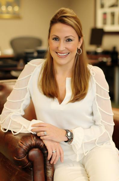 18.Heather Bresch, CEO của công ty dược phẩm toàn cầu Mylan Mức lương: 8,7 triệu USD