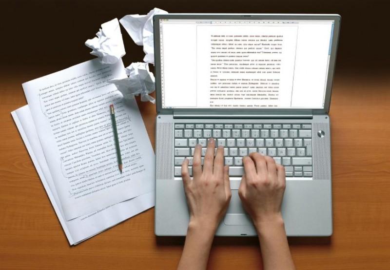 Đối với một nhà văn thì mức lương bèo bọt hay thậm chí là chẳng tồn tại cũng không khiến họ cảm thấy buồn bởi lẽ họ luôn tìm được niềm vui trong mỗi câu văn mà họ đã dồn hết tâm trí để sáng tác. Đây cũng chính là lý do nghề này lại là lọt vào top những nghề nghiệp hạnh phúc nhất.