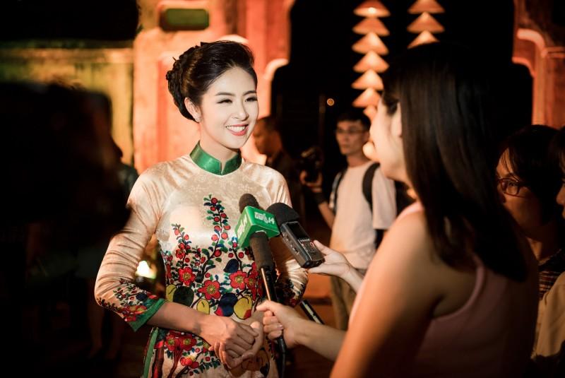 Ngọc Hân là một hoa hậu được yêu mến không chỉ bởi sắc đẹp mà còn ở tài năng. Cô là một trong những nhà thiết kế trẻ được đánh giá cao nhất hiện nay trong làng thời trang Việt. Đó cũng là lý do khiến công chúng cũng như truyền thông rất quan tâm đến Ngọc Hân mỗi khi cô xuất hiện.