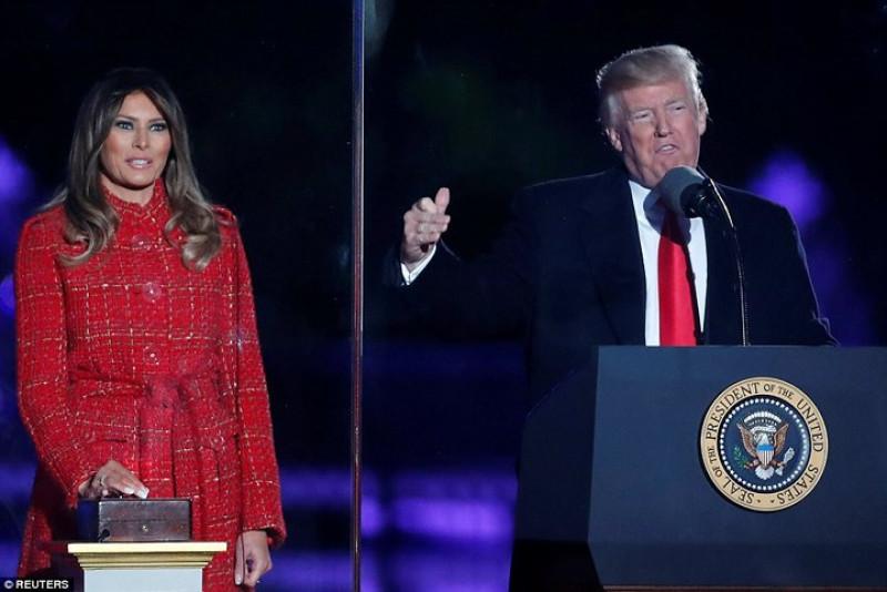 Đích thân Tổng thống Trump là người đếm ngược để phu nhân ấn nút. Ảnh: Reuters.