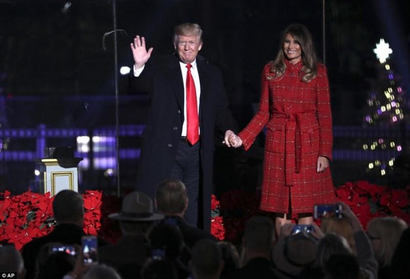 Đây là lần đầu tiên Tổng thống Mỹ và Phu nhân làm lễ thắp sáng cây Giáng sinh quốc gia ở thủ đô Washington DC. Ảnh: AP.