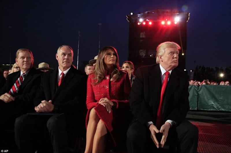 Tham dự buổi lễ còn có các quan chức cấp cao của Nhà Trắng... Ảnh: AP.