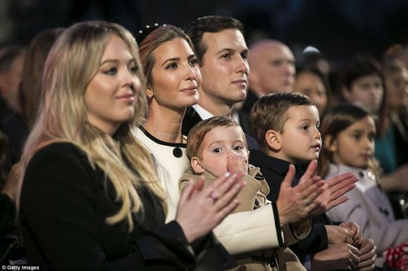 … và các thành viên gia đình Tổng thống Mỹ Donald Trump. Ảnh: Getty.