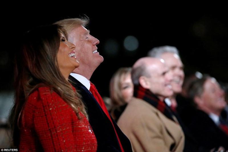 Tổng thống Mỹ và Phu nhân đã có những giây phút rất vui vẻ trong buổi lễ thắp sáng cây Giáng sinh quốc gia. Ảnh: Reuters.