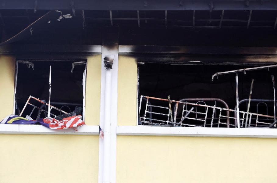 Như PNVN đã đưa tin, vụ hỏa hoạn xảy ra vào khoảng 5 giờ 15 phút sáng 14/9. Đến 5 giờ 30, nhận được điện báo từ người dân, lực lượng cứu hỏa thành phố Kuala Lumpur đã nhanh chóng điều động 9 xe cứu hỏa cùng các phương tiện chuyên dụng khác đến để dập lửa. 24 người đã thiệt mạng trong đám cháy, bao gồm 22 học sinh độ tuổi 5 - 18 và 2 giáo viên.