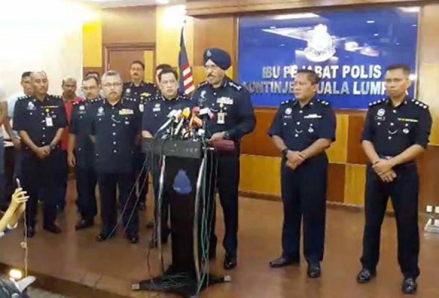 Phát biểu tại cuộc họp báo tối 16/9, ông Amar Singh - Cảnh sát trưởng Kuala Lumpur cho biết các đối tượng trên đều là nam giới ở độ tuổi từ 12 đến 18. Một số vật dụng cá nhân của nhóm này như quần áo, xe máy đã bị thu giữ để tiến hành phân tích hình sự.