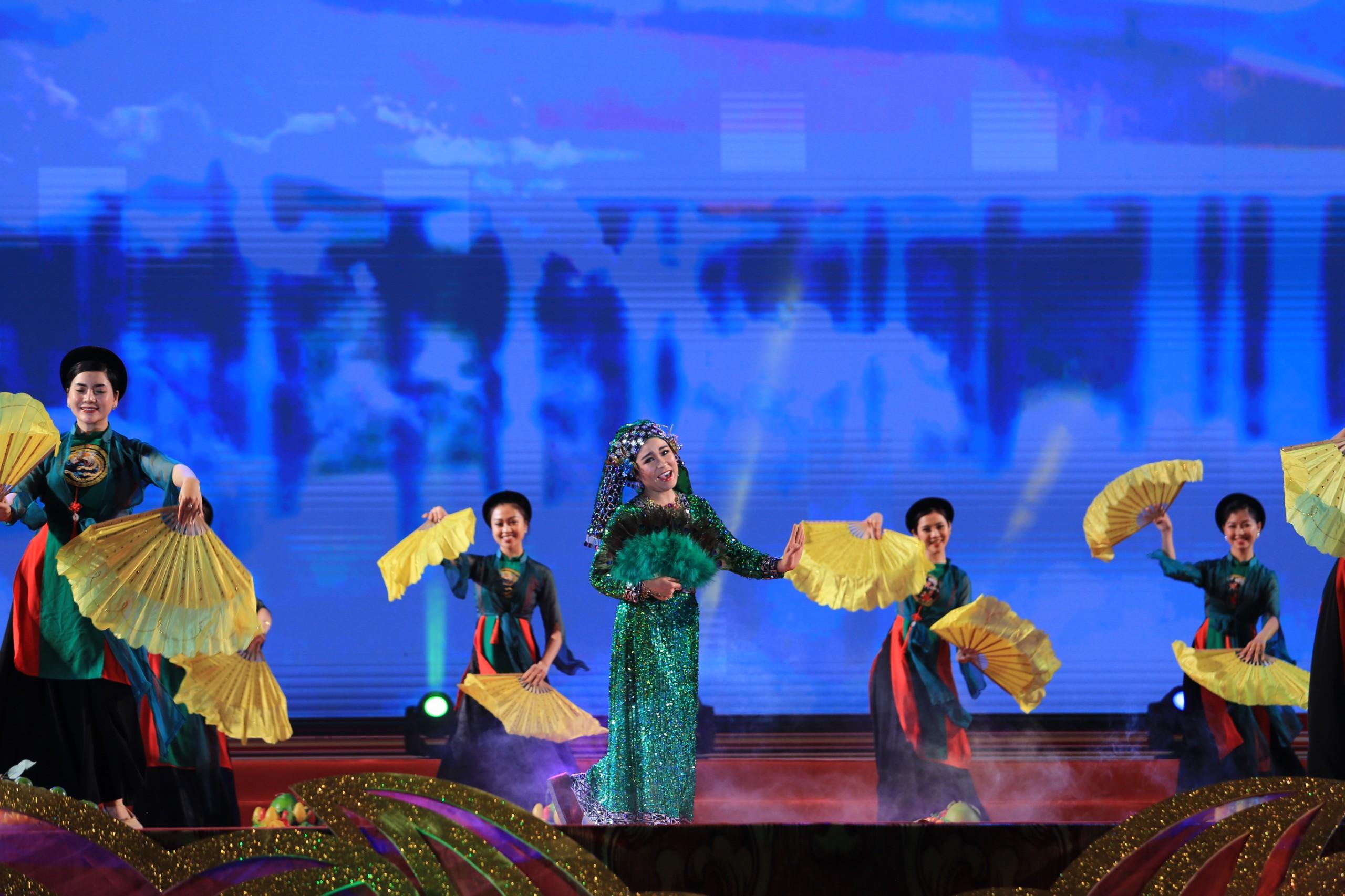 Là một Di sản văn hóa phi vật thể đại diện của nhân loại gắn liền với Đạo Mẫu Việt Nam, hát văn ngày càng trở thành một trong những hình thức diễn xướng dân gian được yêu thích, quan tâm và mến mộ. Với sự kết hợp hài hòa, phong phú và sinh động giữa tiết tấu, giai điệu, lời hát, các động tác cử chỉ, sự biểu cảm trên khuôn mặt và những trang phục đặc sắc