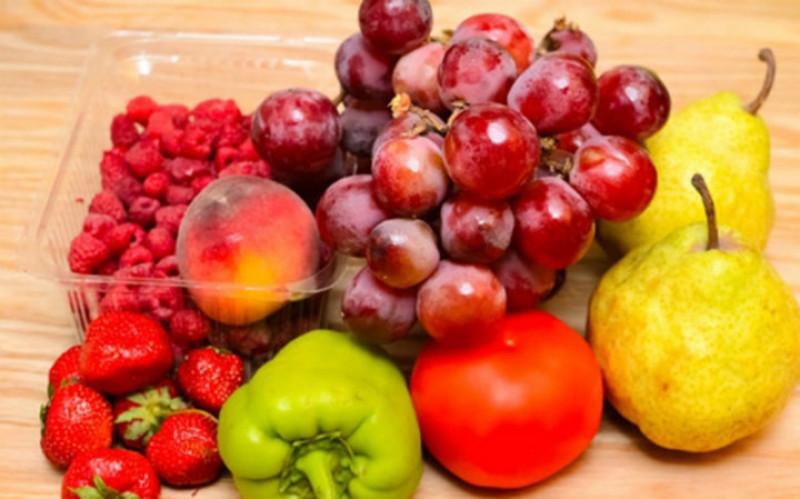 Thực phẩm có dư lượng hóa chất như thuốc trừ sâu, thuốc tăng trưởng không chỉ gây ngộ độc, tiêu chảy mà còn tổn hại các tế bào não. Vì vậy, khi mua các loại trái cây và rau để ăn, làm sạch triệt để hóa chất rồi mới sử dụng.