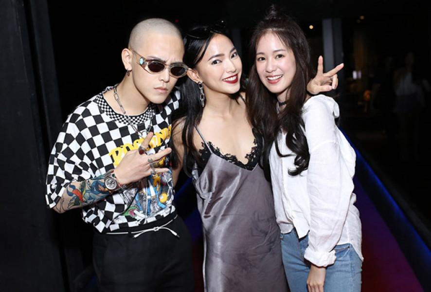 Châu Bùi chụp ảnh với hotgirl Thái Lan đình đám Pimtha