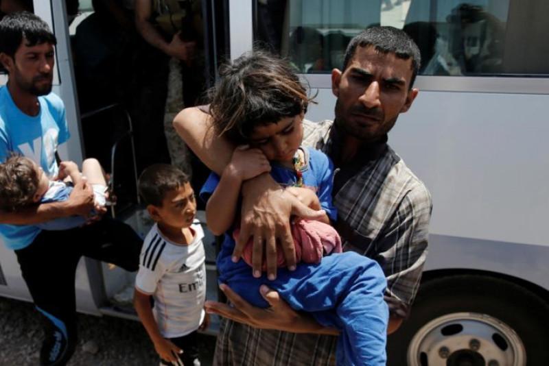 Các nhóm cứu trợ nói với Reuters, hơn 300 người phải nhập viện sau bữa ăn tối 12/6.