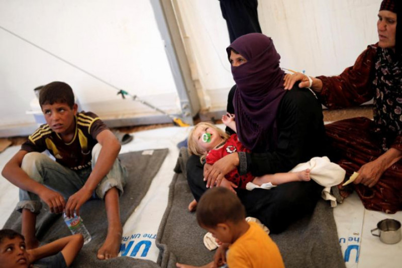 Theo ông Zahed Khatoun, thành viên của Ủy ban Quốc gia Iraq về người tị nạn, nhiều người bị nôn mửa, ngất xỉu sau khi dùng bữa tối với cơm, gà, sữa chua và súp.
