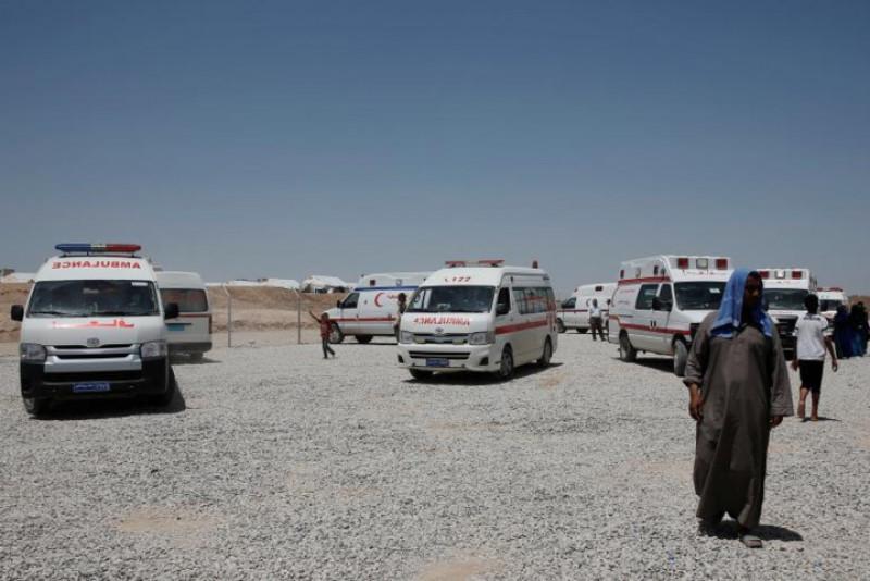 Xe cấp cứu bên ngoài trại tị nạn Hasansham U2.