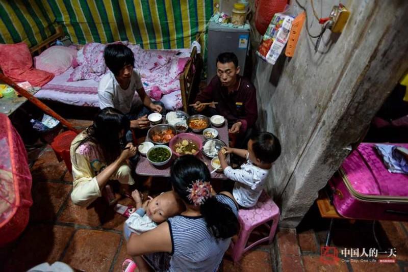 Xiang tham gia sinh hoạt với mọi người trong gia đình như một người bình thường.