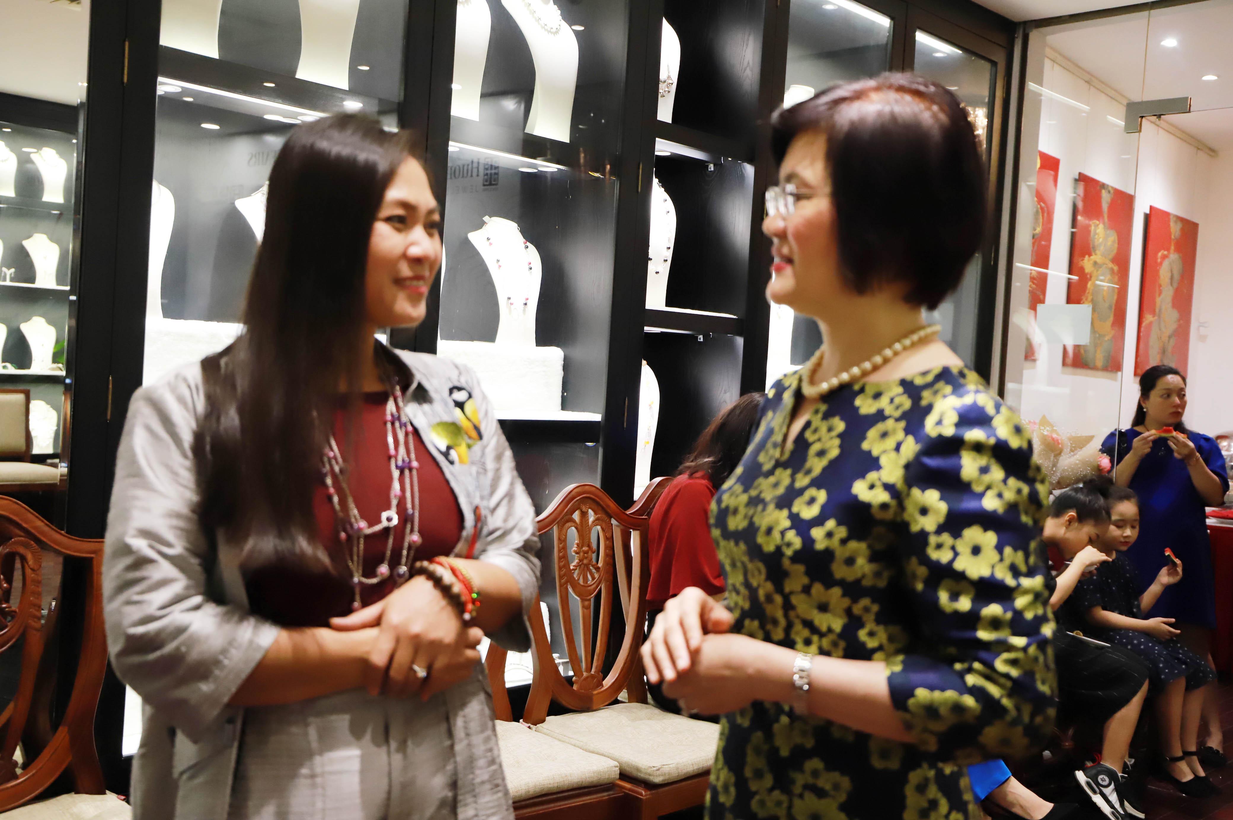 Đại sứ bày tỏ mong muốn Đại sứ, Trưởng Cơ quan đại diện, các cán bộ nữ ngoại giao đoàn tiếp tục hợp tác chặt chẽ, đồng hành cùng Việt Nam trong hội nhập quốc tế sâu rộng và thúc đẩy bình đẳng giới.
