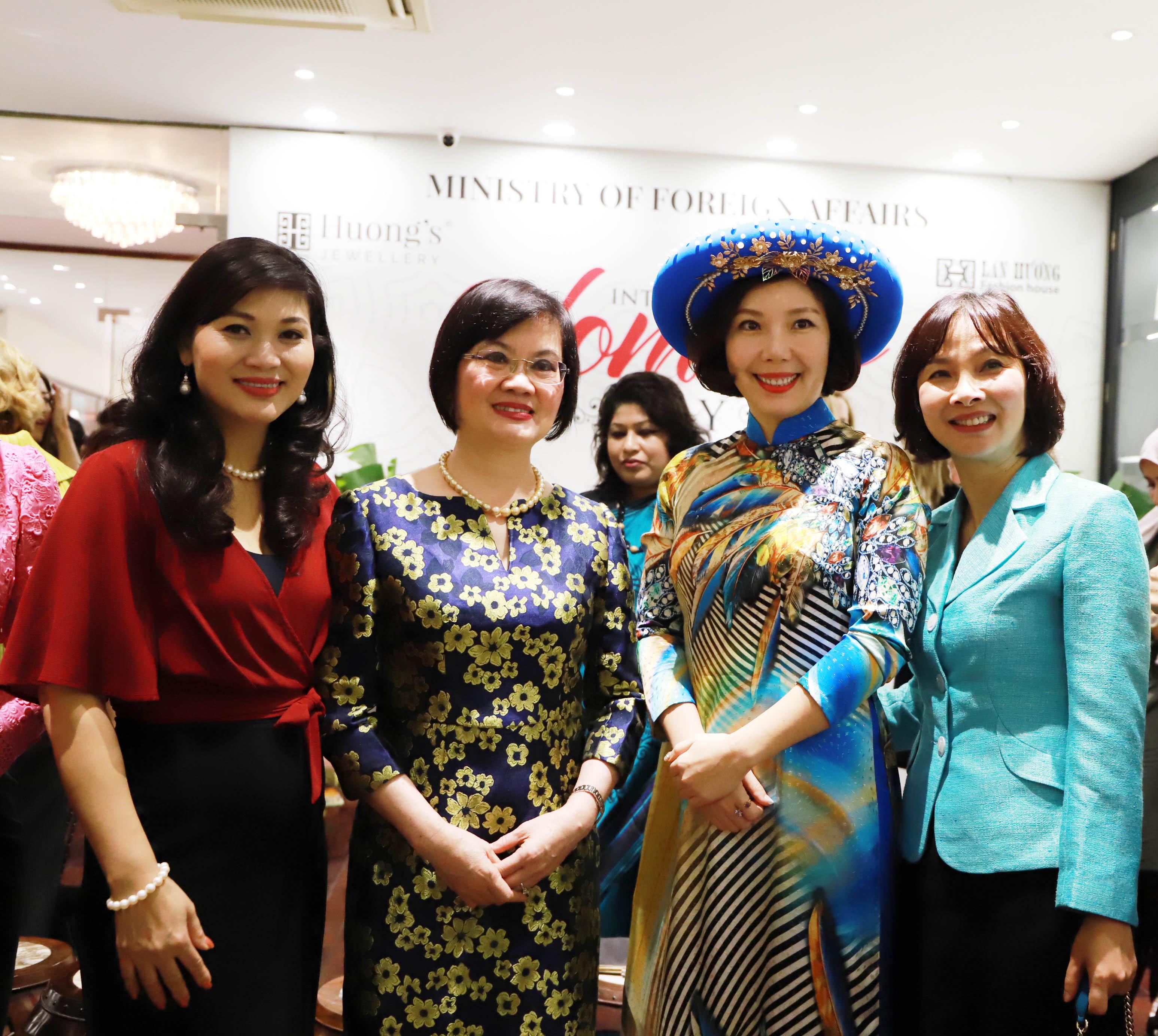 Đây là lần đầu tiên Bộ Ngoại giao phối hợp Nhóm AWCH và Nhóm điều phối về bình đẳng giới tại Hà Nội tổ chức hoạt động này nhằm tăng cường trao đổi, kết nối giữa các cán bộ nữ ngoại giao Việt Nam với bạn bè quốc tế tại Hà Nội. Hoạt động cũng nhằm thắt chặt tình đoàn kết ASEAN, tăng cường hợp tác giữa ASEAN với các nước và các tổ chức quốc tế, hướng đến chuẩn bị cho việc Việt Nam đảm nhiệm vai trò Chủ tịch ASEAN năm 2020.