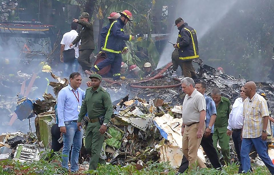 Ngay sau khi tai nạn xảy ra, Chủ tịch Cuba Miguel Díaz-Canel thứ hai, từ trái sang) đã có mặt tại hiện trường và trực tiếp chỉ huy công tác cứu hộ, trong khi Chủ tịch Quốc hội Esteban Lazo tới bệnh viện để thăm các nạn nhân và chia buồn, động viên với thân nhân.