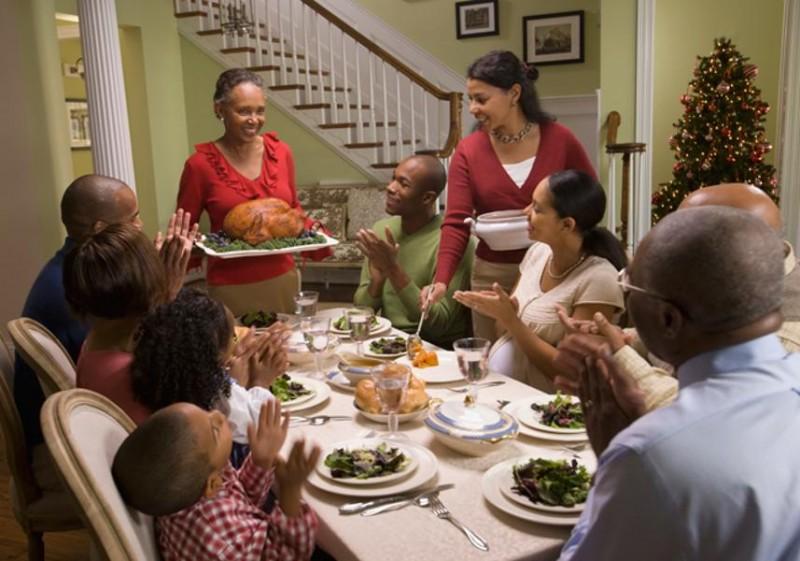 Bí mật 5: Họ luôn dành thời gian dùng bữa tối với gia đình. Tất nhiên họ là người của công việc, họ cũng chỉ có 1440 phút mỗi ngày như bao người khác, tuy nhiên họ luôn phân bổ quỹ thời gian hợp lý và trong đó luôn bao gồm cả thời gian dành cho gia đình.