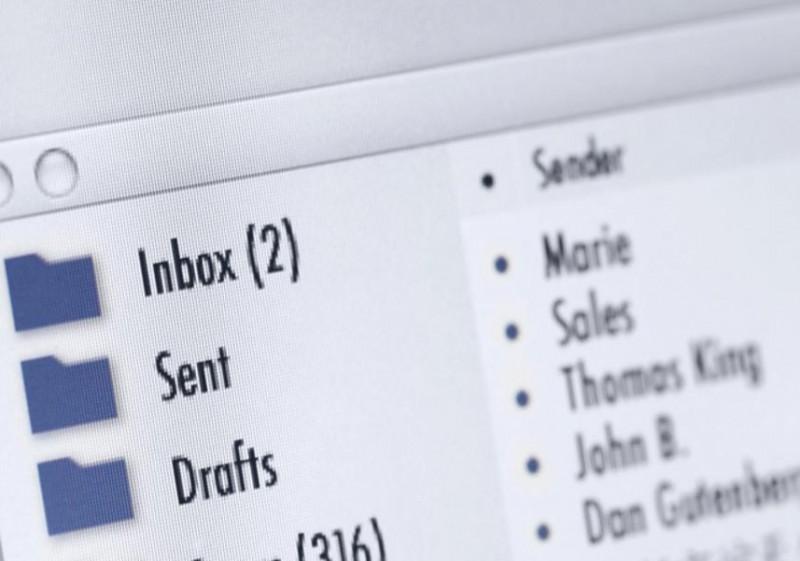 Bí mật 7: Họ chỉ xử lý email vài lần mỗi ngày. Người làm việc năng xuất không bao giờ kiểm tra email trong suốt cả ngày. Giống như tất cả các công việc khác, họ cũng chỉ dành ra một khoảng thời gian nhất định để xử lý email trong ngày.