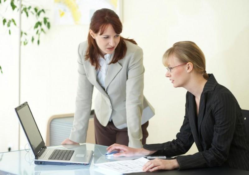 Bí mật 8: Họ tránh những cuộc họp một cách tối đa. Họ không bao giờ muốn tham gia vào các cuộc họp khi mà ở đó mọi người luôn dài dòng và mất thời gian. Nếu bắt buộc phải tham gia họ sẽ tìm cách rút ngắn thời gian họp một cách tối đa.