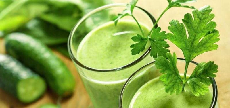Duy trì xương chắc khỏe: Lượng vitamin K hàng ngày mà bạn yêu cầu được bổ sung vào cơ thể có thể có được bằng cách uống nước dưa leo. Vitamin K thúc đẩy sự phát triển của các mô xương mạnh, duy trì sức khoẻ thận và đóng vai trò quan trọng trong việc đông máu.