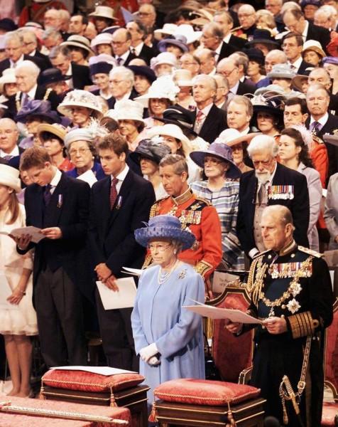 Nữ hoàng và Hoàng thân Philip trong lễ kỷ niệm 50 năm trị vì của Nữ hoàng vào năm 2002.