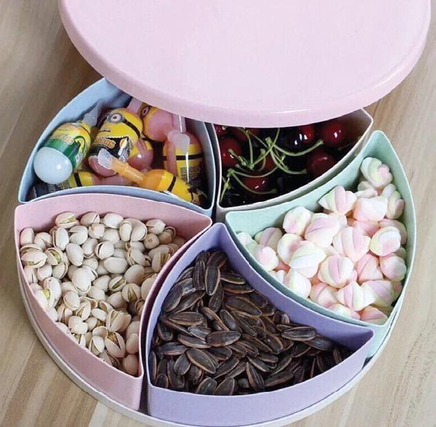 Khay đựng bánh mứt kẹo nhiều ngăn, 110.000 đồng