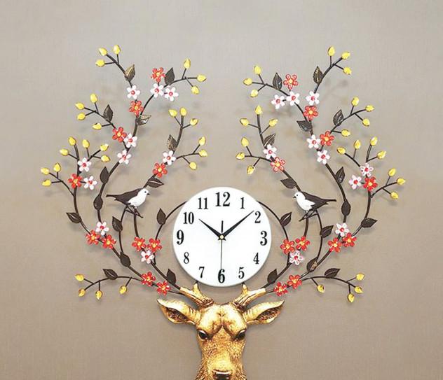 Đồng hồ trang trí hình con tuần lộc, với ý nghĩa mang lộc về nhà, 1.000.000 đồng