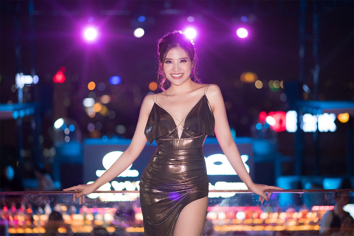 Sau buổi tiệc tối, Hoa hậu Phan Hoàng Thu tranh thủ trở về Hà Nội. Thời gian gần đây, bên cạnh những hoạt động của làng giải trí, người đẹp họ Phan còn liên tiếp khẳng định mình trong vai trò 1 doanh nhân ở nhiều lĩnh vực kinh doanh như spa, nội thất, dịch vụ lưu trú…