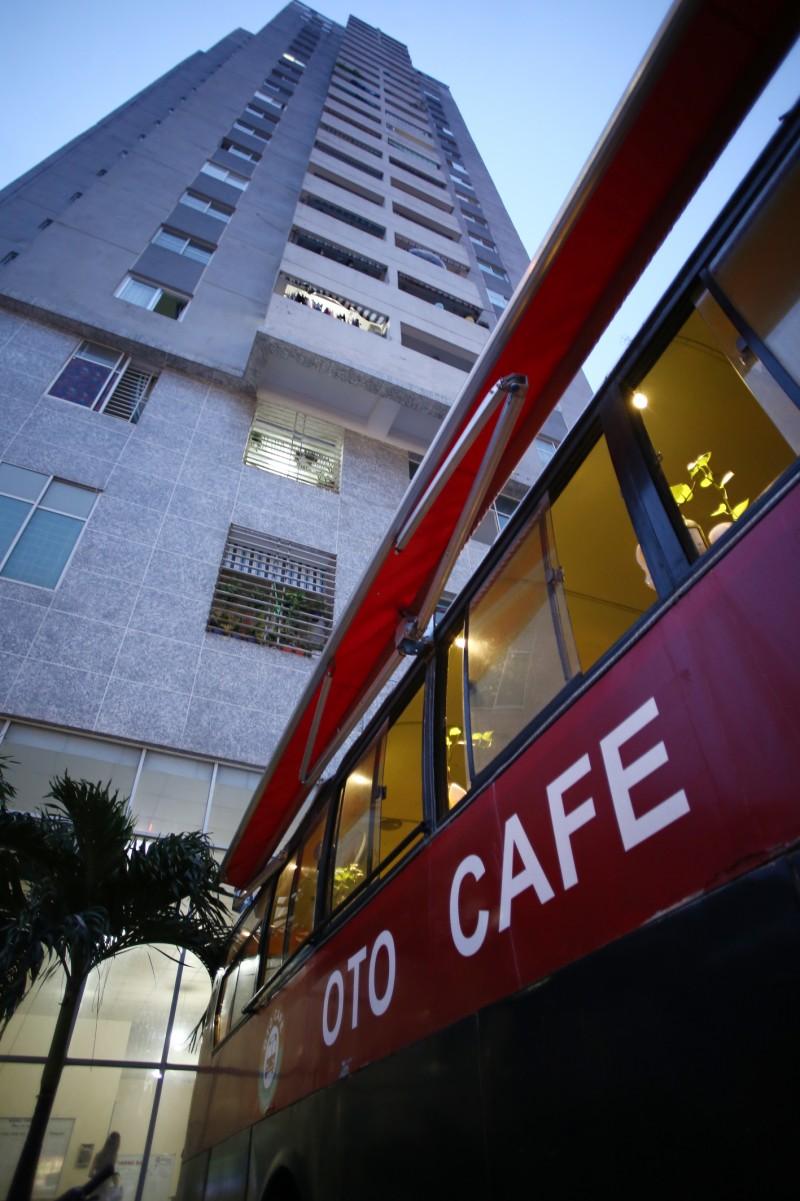 Kinh doanh cafe trên xe bus cũ rất cơ động. Nếu địa điểm kinh doanh ban đầu thấy không hợp lý, chủ quán có thể thay đổi mà không tốn quá nhiều công sức.