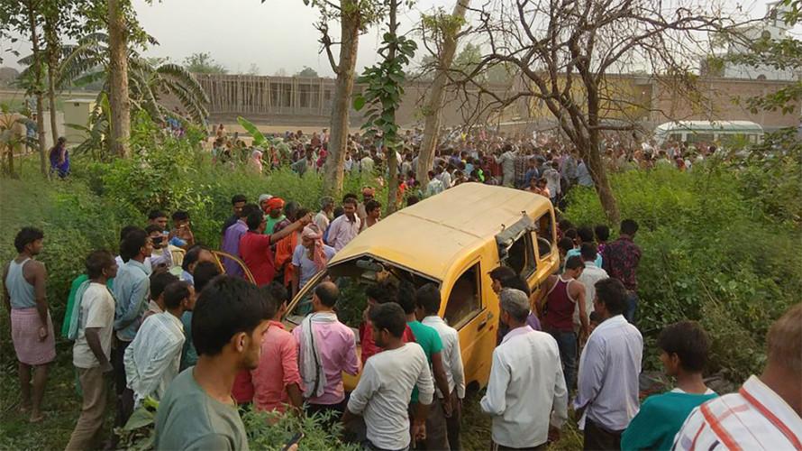 Thống đốc bang Uttar Pradesh Yogi Adityanath đã đến hiện trường và tuyên bố bồi thường 2.994 USD cho mỗi gia đình có con thiệt mạng trong vụ tai nạn thảm khốc này. Ngoài ra, các cơ quan chức năng cũng đang mở cuộc điều tra nhằm xác định nguyên nhân vụ việc.