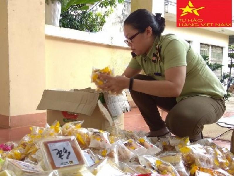 Phát hiện, thu giữ hàng ngàn bánh Trung thu nhập lậu, không rõ xuất xứ