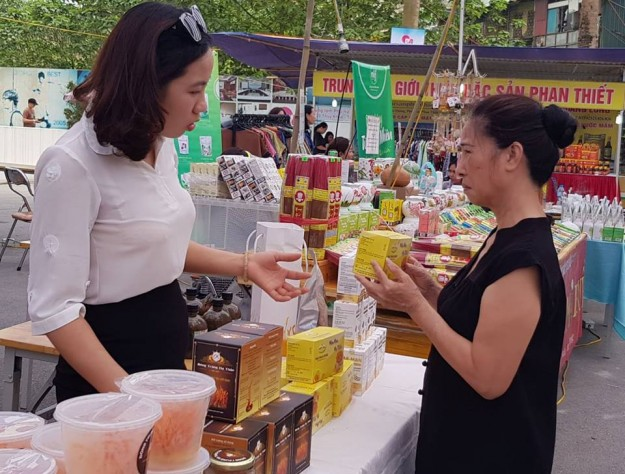 Hàng hóa bày bán tại hội chợ đều là những mặt hàng được ban tổ chức chọn lựa kỹ lưỡng, đảm bảo chất lượng và an toàn cho sức khỏe của phụ nữ và cộng đồng