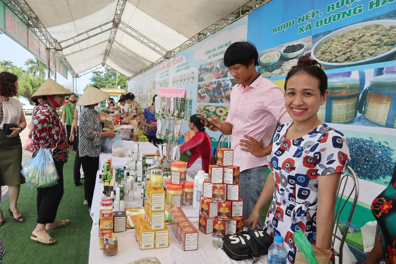 Xác định được đối tượng chính cần tuyên truyền, trong những năm qua, các cấp Hội phụ nữ Hà Nội đã đẩy mạnh thực hiện Cuộc vận động Phụ nữ thực hiện ATTP vì sức khỏe gia đình và cộng đồng.