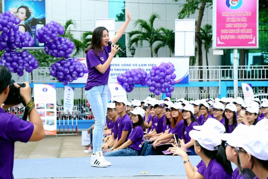 Văn Mai Hương cho biết việc góp mặt trong các chương trình còn là cơ hội để cô tìm hiểu, có thêm được nhiều kiến thức cần thiết