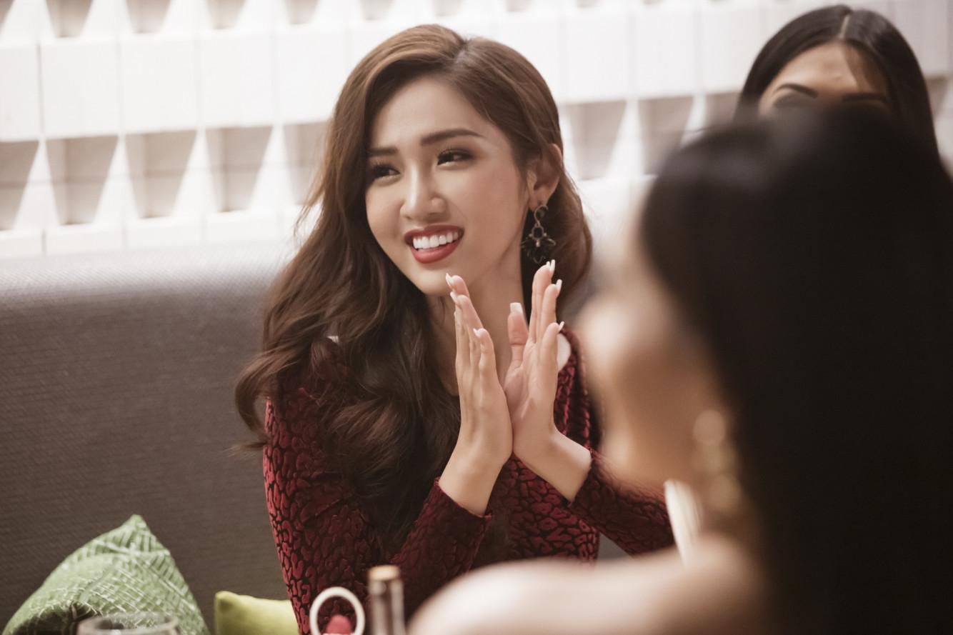 Trong một diễn biến khác, Đỗ Nhật Hà đã có buổi gặp gỡ cùng BTC và 19 thí sinh khác của cuộc thi Hoa hậu Chuyển giới Quốc tế. Cô được khen ngợi về khả năng nói tiếng Anh lưu loát và nhan sắc nổi trội trong buổi phỏng vấn.
