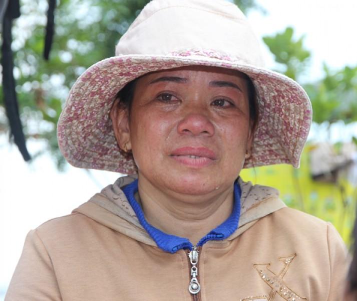 Phụ nữ có chồng đi biển chịu nhiều thiệt thòi. Với họ, chỉ khi nào chồng an toàn chở về bờ, họ mới yên lòng. Sự kiện lần này 34 thuyền viên gặp nạn, khiến họ vô cùng lo lắng. Ở ở xã Bình Minh, huyện Thăng Bình, tỉnh Quảng Nam có hàng trăm phụ nữ góa bụa vì mất chồng.