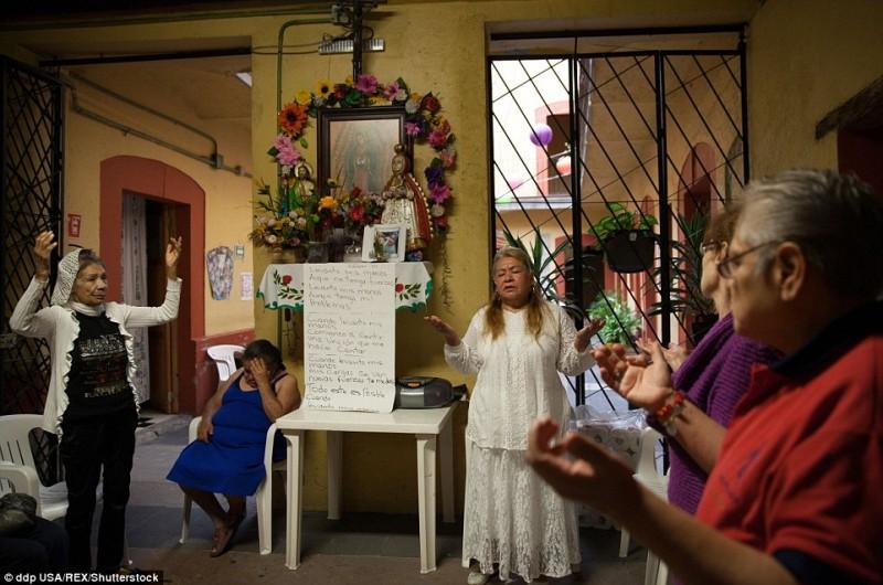 Trung tâm cung cấp nơi ăn, chốn ở, các dịch vụ y tế cũng như thực phẩm cho những gái đứng đường cao tuổi ở thủ đô Mexico. Không chỉ vậy, trung tâm còn là nơi giúp những gái mại dâm