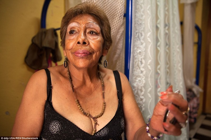 """Đây là """"ngôi nhà an toàn"""", nơi náu thân đáng tin cậy của gái mại dâm hết thời. Rất nhiều gái mại dâm đã bị tổn thương tinh thần nghiêm trọng sau nhiều năm hoạt động trong ngành công nghiệp tình dục đầy bạo lực. Những phụ nữ này có thể tìm thấy sự an toàn và chút niềm vui nhỏ bé lúc tuổi xế chiều sau thời gian dài lăn lộn mưu sinh. Giống như những người khác tại Casa Xochiquetzal, bà Luchita được cung cấp thức ăn và chăm sóc sức khỏe mỗi ngày."""