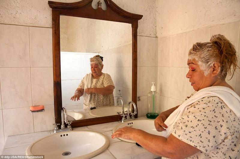 Bà Juanita là một trong các cư dân của Casa Xochiquetzal. Trung tâm này giúp bà tránh xa cuộc sống bạo lực, tối tăm.