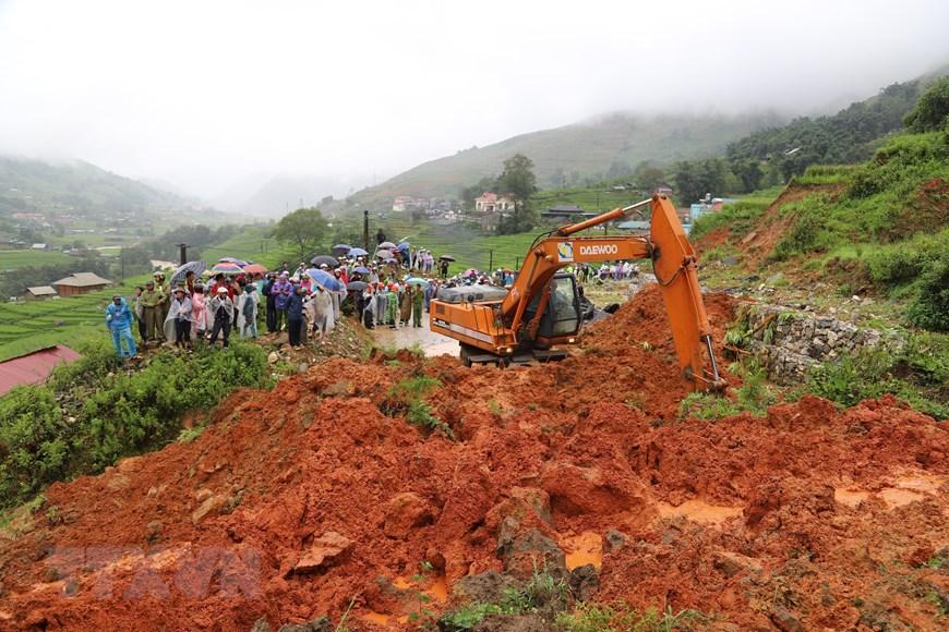 Mưa lũ gây sạt lở đất đá khiến 1 người chết, tỉnh lộ 152 thuộc địa phận xã Hầu Thào, huyện Sa Pa, Lào Cai bị ách tắc nghiêm trọng.
